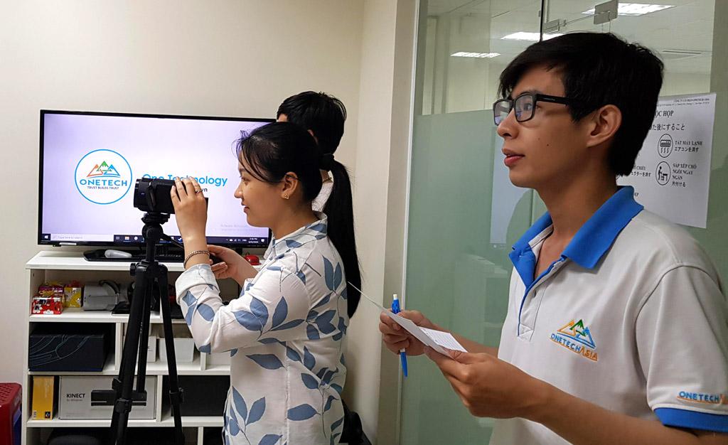 Đội ngũ tác nghiệp và hỗ trợ kỹ thuật của công ty ONETECH ASIA