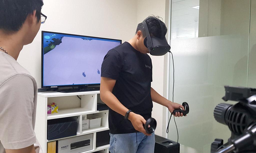 Khách mời trải nghiệm thiết bị Oculus