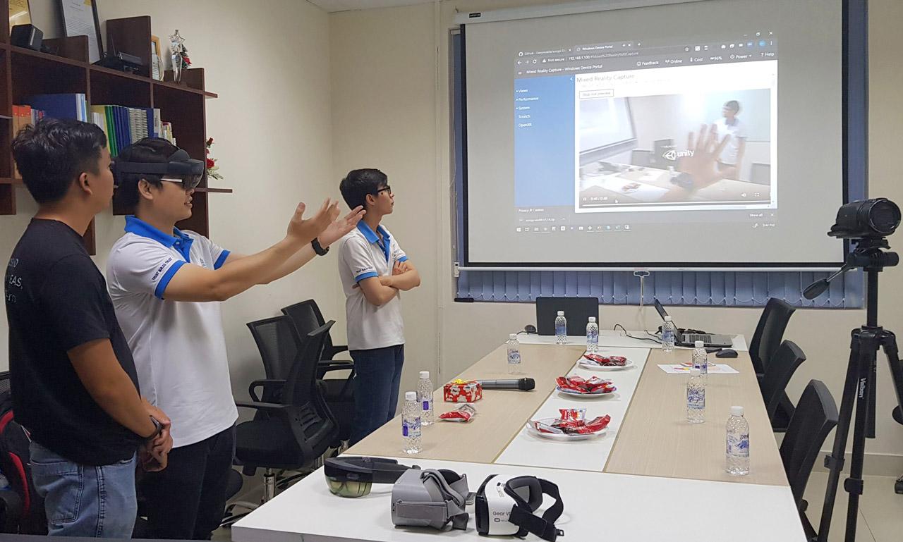 Giới thiệu thiết bị kính MR HoloLens 2